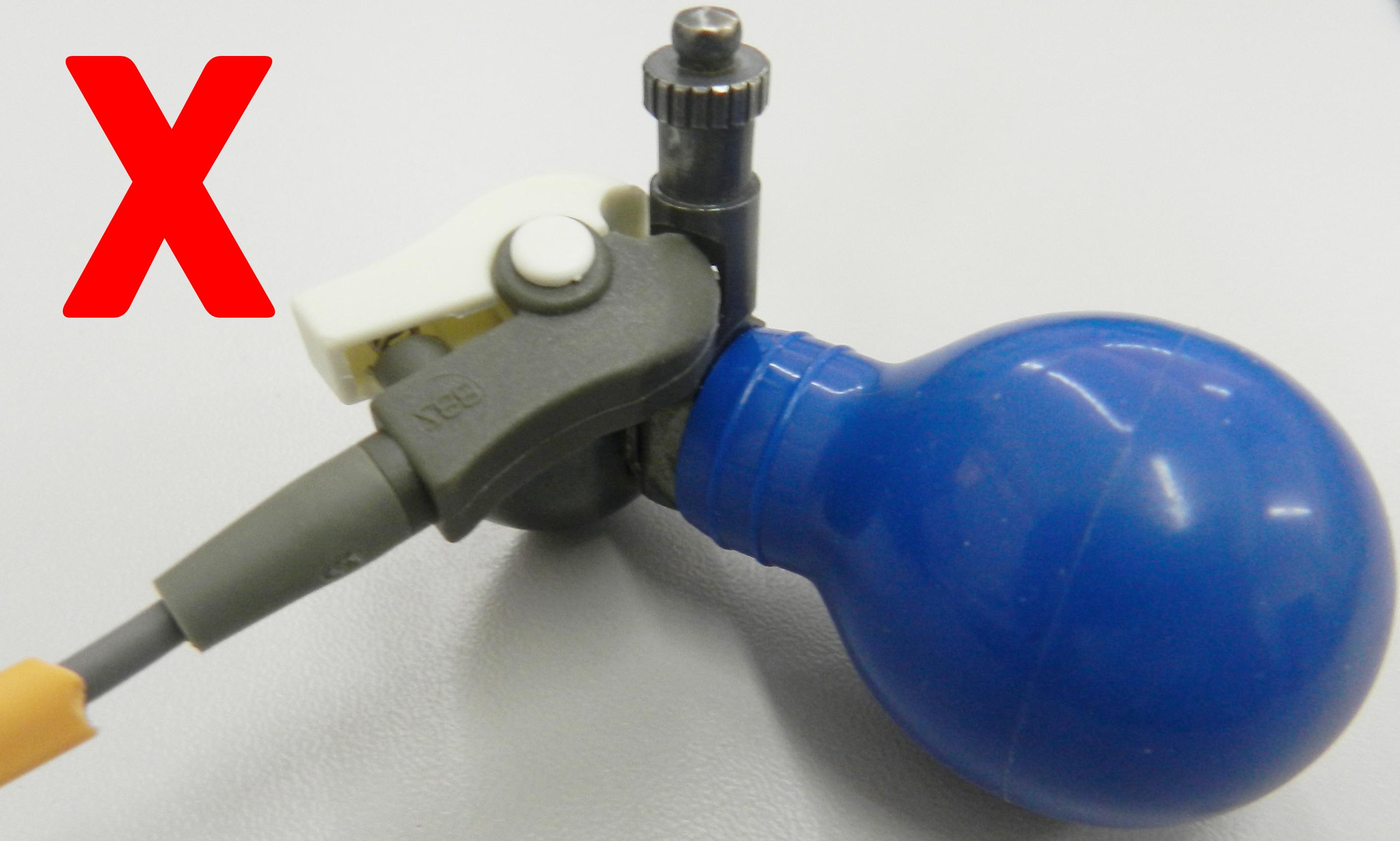 A garrinha deve se prender e abraçar a ponta do eletrodo. Seu formato permite um perfeito encaixe.